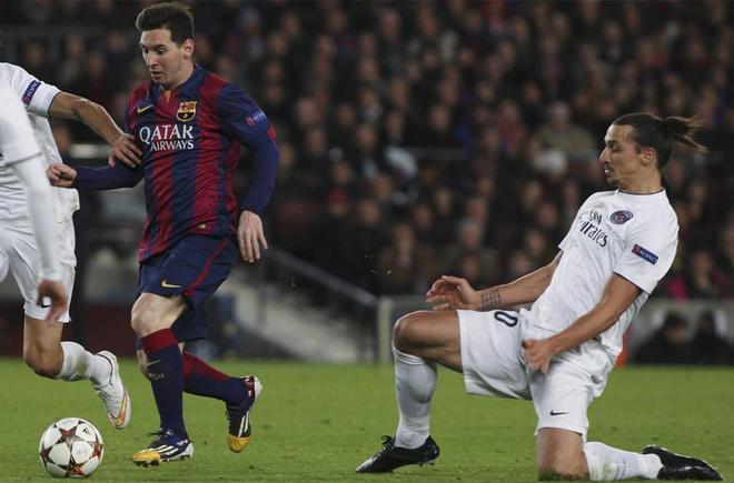 Leo Messi y Zlatan Ibrahimovic durante un duelo entre el Barça y el PSG en la temporada 2014-15