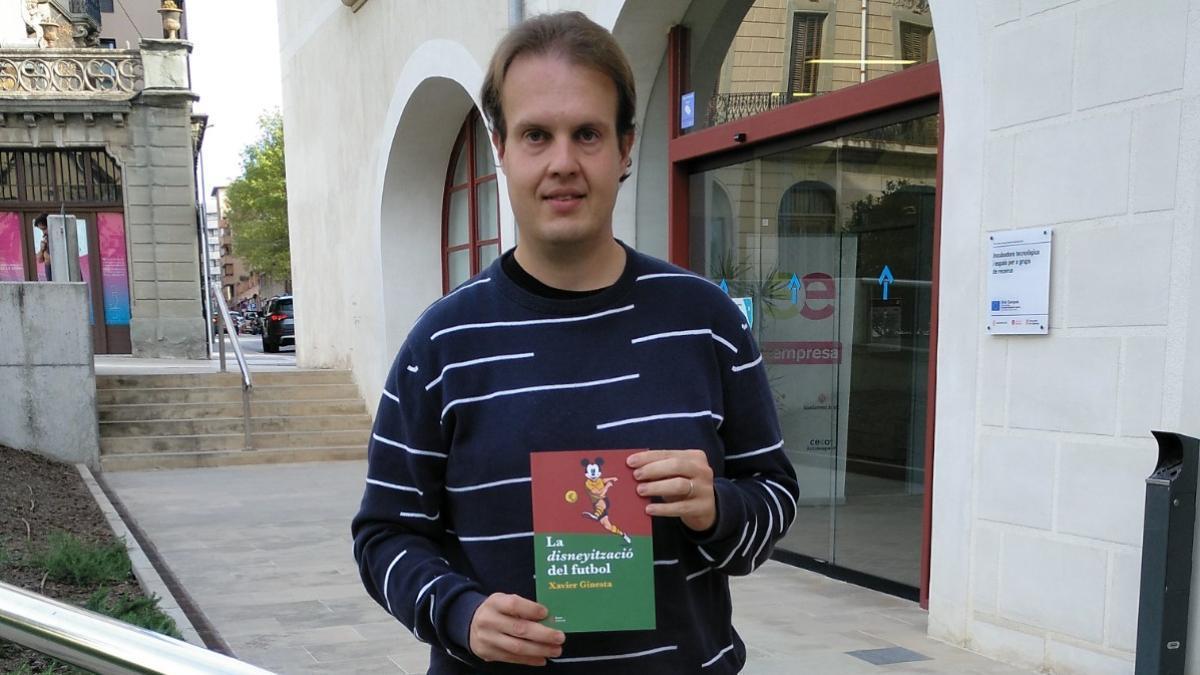 Xavier Ginesta, autor de 'La disneyització del futbol'
