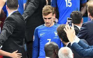 Griezmann, cabizbajo tras perder ante Portugal la final de la Eurocopa
