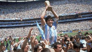 Maradona, con la Copa del Mundo de 1986