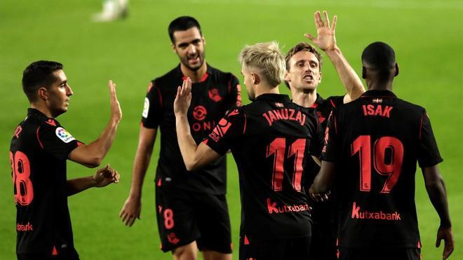 Los futbolistas de la Real Sociedad celebrando un gol