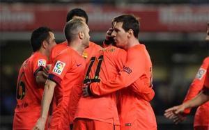 Los jugadores del Barça celebran un gol en El Madrigal