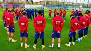 El Barça guarda un minuto de silencio por Maradona (EN)