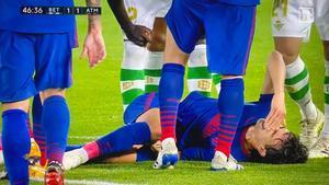 Joao Félix no pudo continuar tras el choque con Mandi