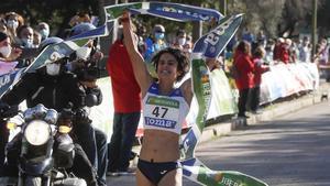 María Pérez brilla con nuevo récord de 35 km