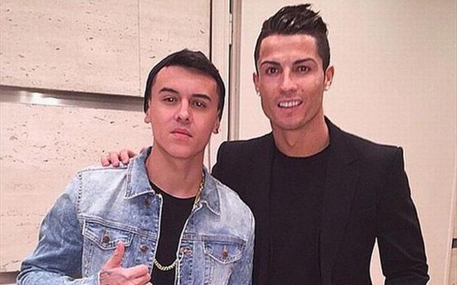 Kevin Roldán, junto a Ronaldo