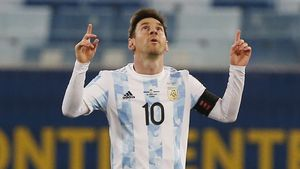Leo Messi festeja uno de los dos tantos que le marcó a Bolivia