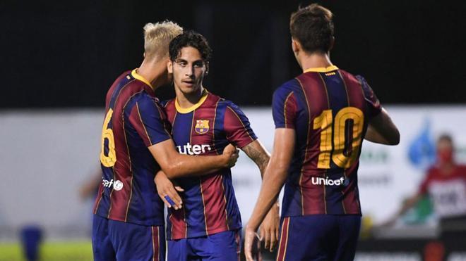Ludovit Reis celebra el gol del empate con Oriol Busquets y Nico