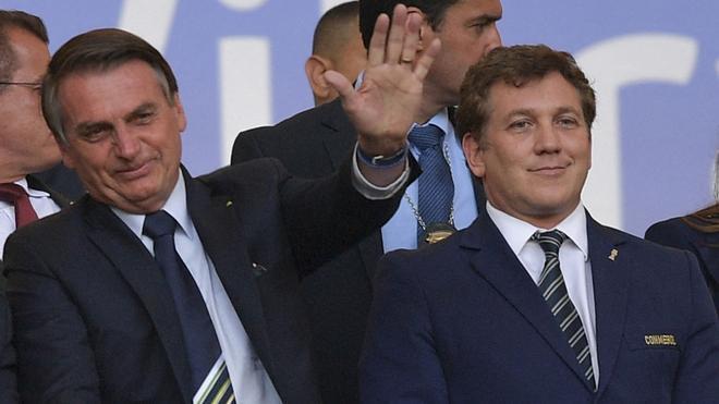 Jair Bolsonaro y el presidente de la Conmebol, Alejandro Domínguez
