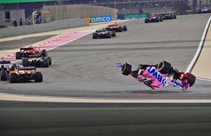 El piloto canadiense de Racing Point, Lance Stroll, se estrella durante el Gran Premio de Fórmula Uno de Bahrein en el Circuito Internacional de Bahrein en la ciudad de Sakhir.
