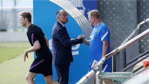 La plantilla recibió la visita de Yuste y Laporta en el entrenamiento previo al duelo contra el Bayern