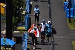 Varios tenistas se dirigen a los entrenos en Melbourne