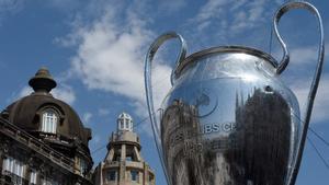 Miles de hinchas del Manchester City se concentran en la fanzone de Oporto antes de la final de Champions