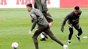 Giménez, Lodi y Lemar, dudas para jugar contra el Barça