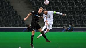 El Madrid evita otro ridículo en Mönchengladbach con dos goles in extremis