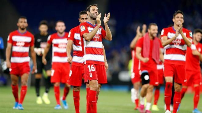 El Granada, celebrando su victoria en el RCDEStadium