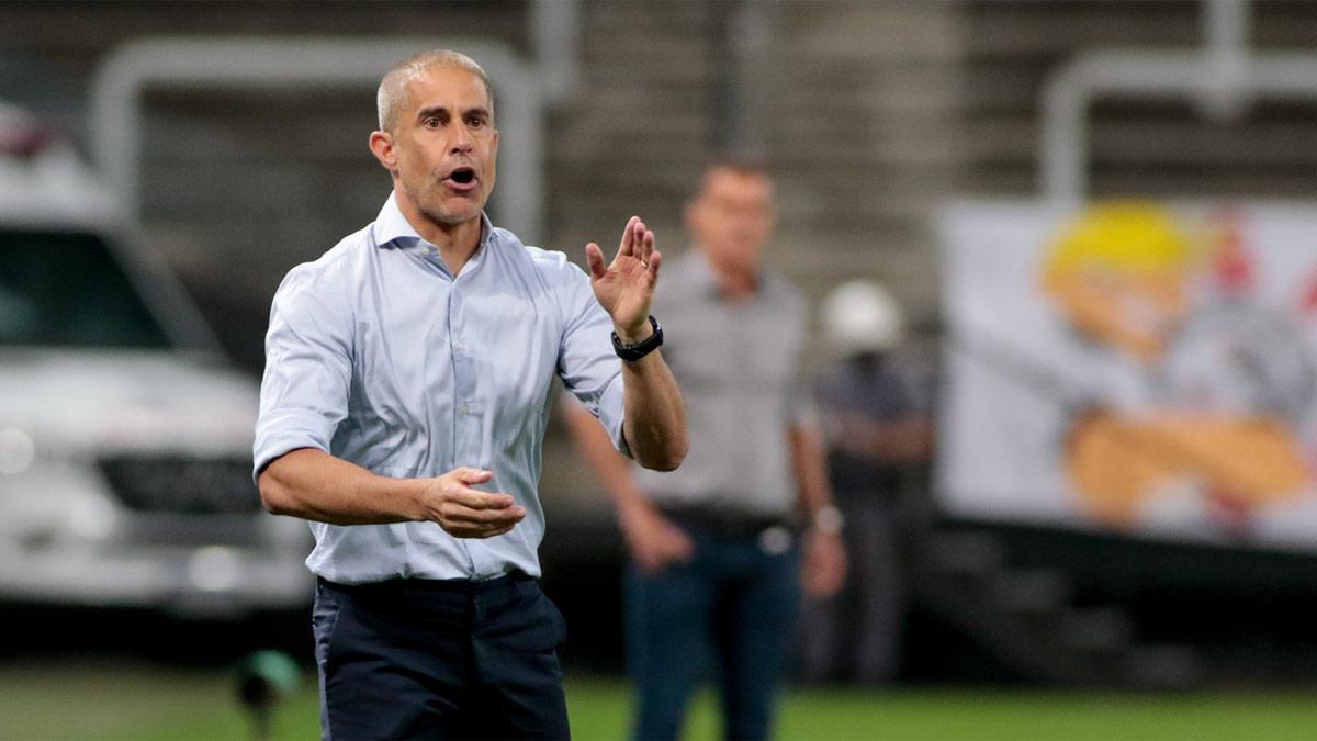 Sylvinho lleva cuatro meses entrenando al Corinthians
