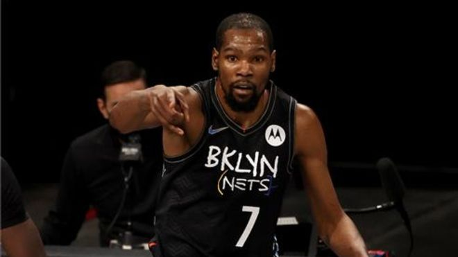 Kevin Durant encabeza el equipo de Estados Unidos de baloncesto para los Juegos Olímpicos (En la imagen: en un partido antes de su lesión)