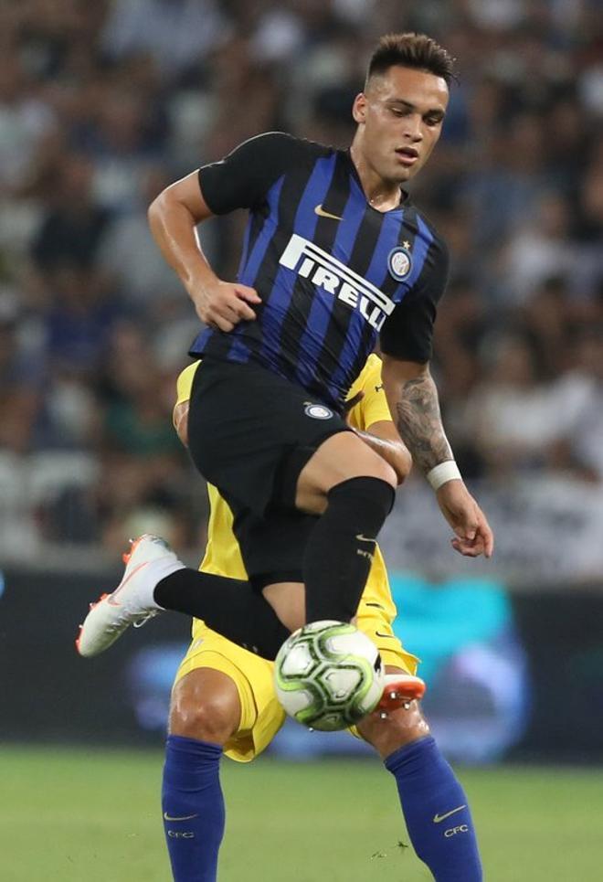 En junio del 2018 Lautaro Martínez ficha por el Inter de Milán. En la imagen durante un partido amistoso de pretemporada el 28 de julio de 2018 entre el Inter y el Chelsea en el estadio  Allianz Riviera en Niza.