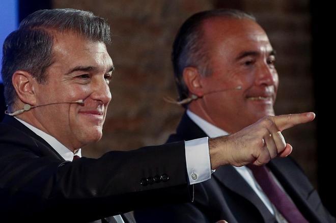El candidato a la presidencia del FC Barcelona Joan Laporta, acompañado por Rafael Yuste