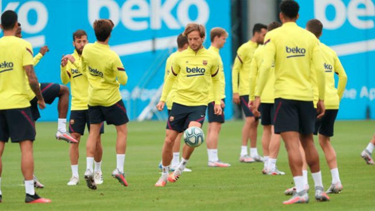 Cada vez más finos: así entrenó el Barça a dos días del regreso