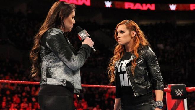 Becky Lynch y Stephanie McMahon