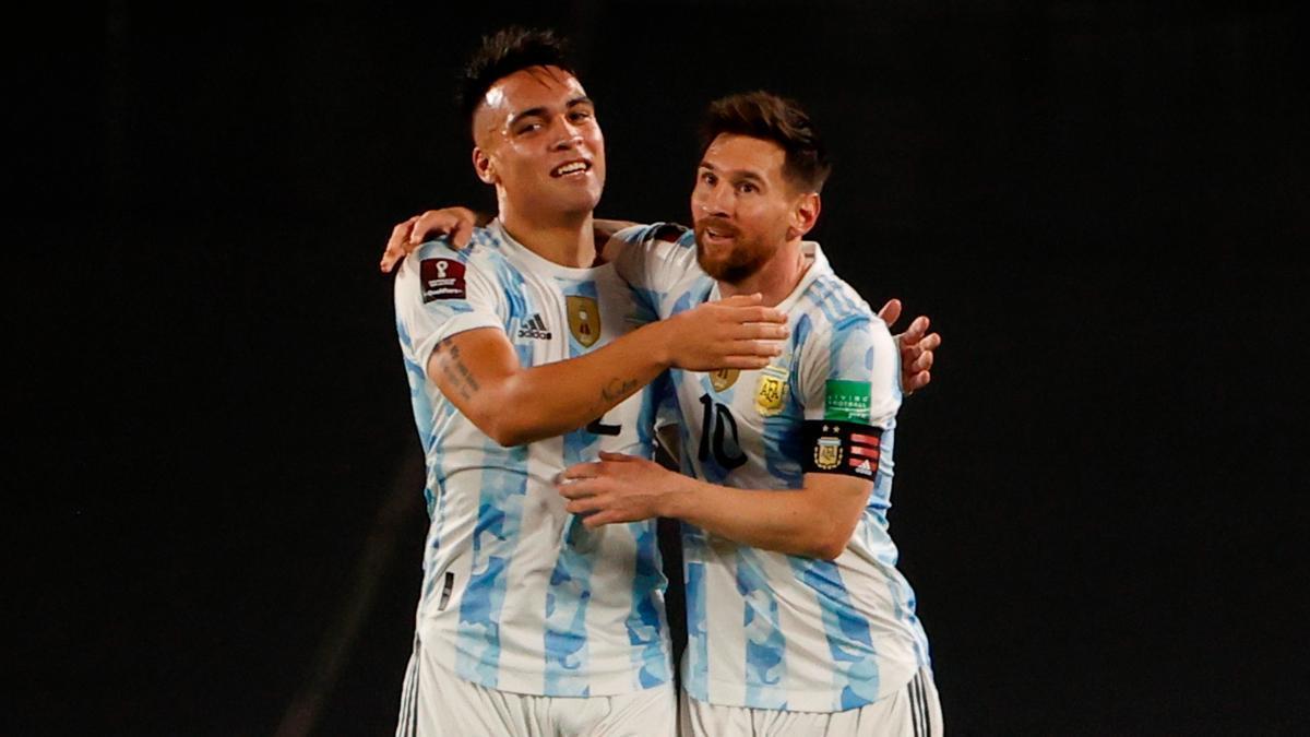 Leo Messi y Lautaro Martínez, jugadores de la selección argentina
