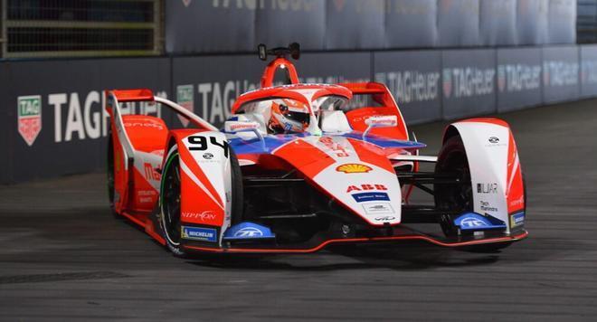Alex Lynn durante la carrera