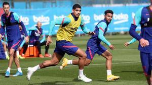Araujo vuelve a entrenar antes de viajar a Sevilla