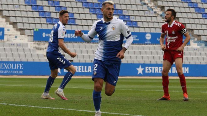 Stoichkov celebrando el gol del CE Sabadell