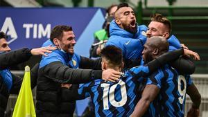 Los jugadores del Inter celebran el gol del Lukaku al Milan