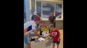 El bonito gesto de Márquez en Misano con este fan de Rossi, llamado Valentino