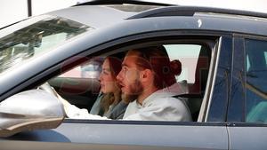 Mingueza y su pareja entrando en casa de Messi