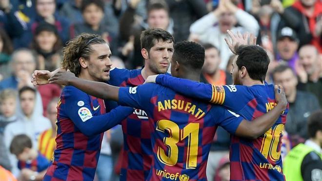 Griezmann celebra su gol con los compañeros