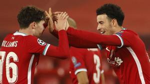 El Liverpool sobrevive al Ajax y pasa como primero de grupo