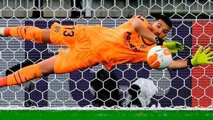 El penalti que marcó Rulli a De Gea en la final de la Europa League