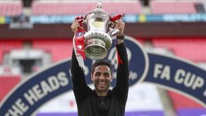 Arteta levantó la FA Cup con el Arsenal