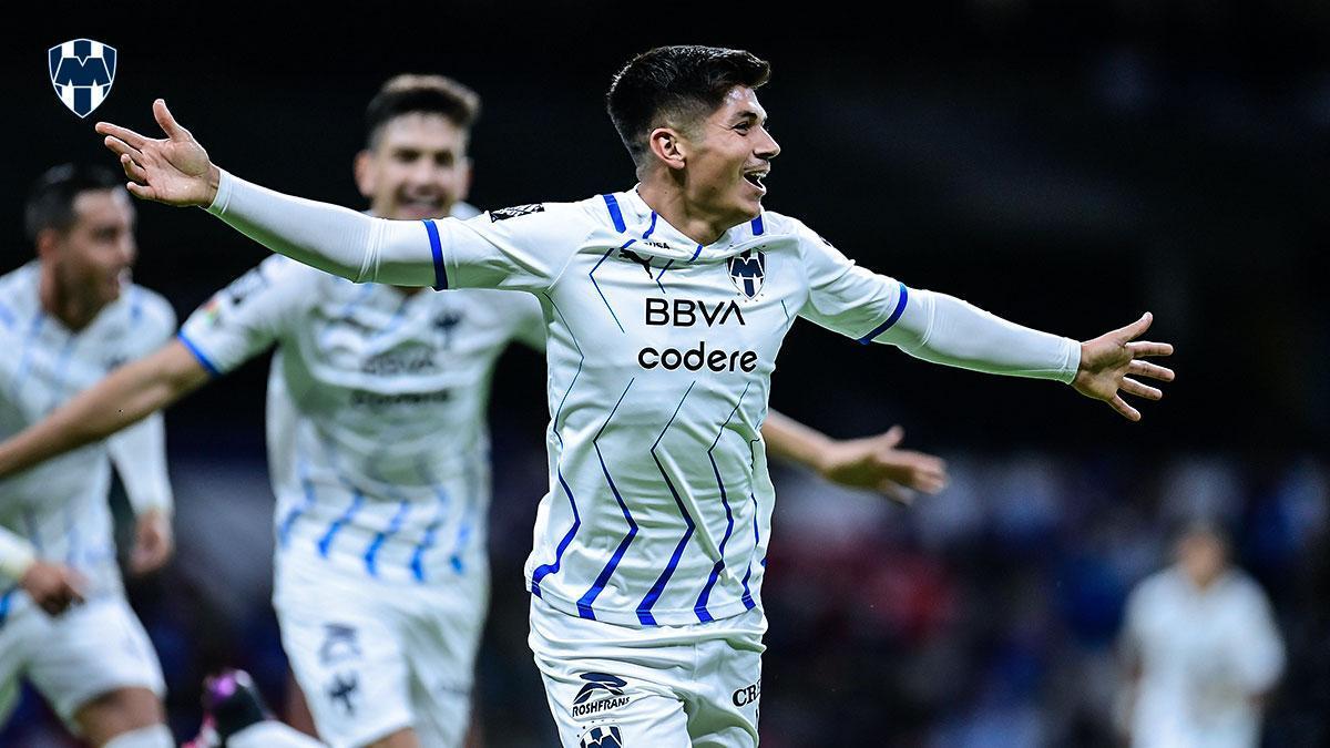 Los jugadores de Monterrey celebran su gol.