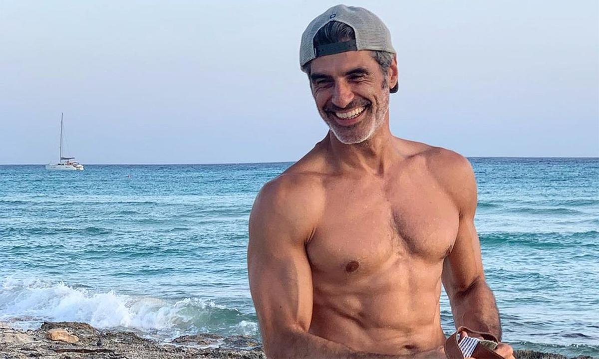 Jorge Fernández conquista a Instagram estudiando sin camiseta y marcando músculos