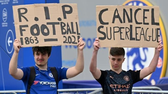 Aficionados del Chelsea protestan contra la creación de la Superliga