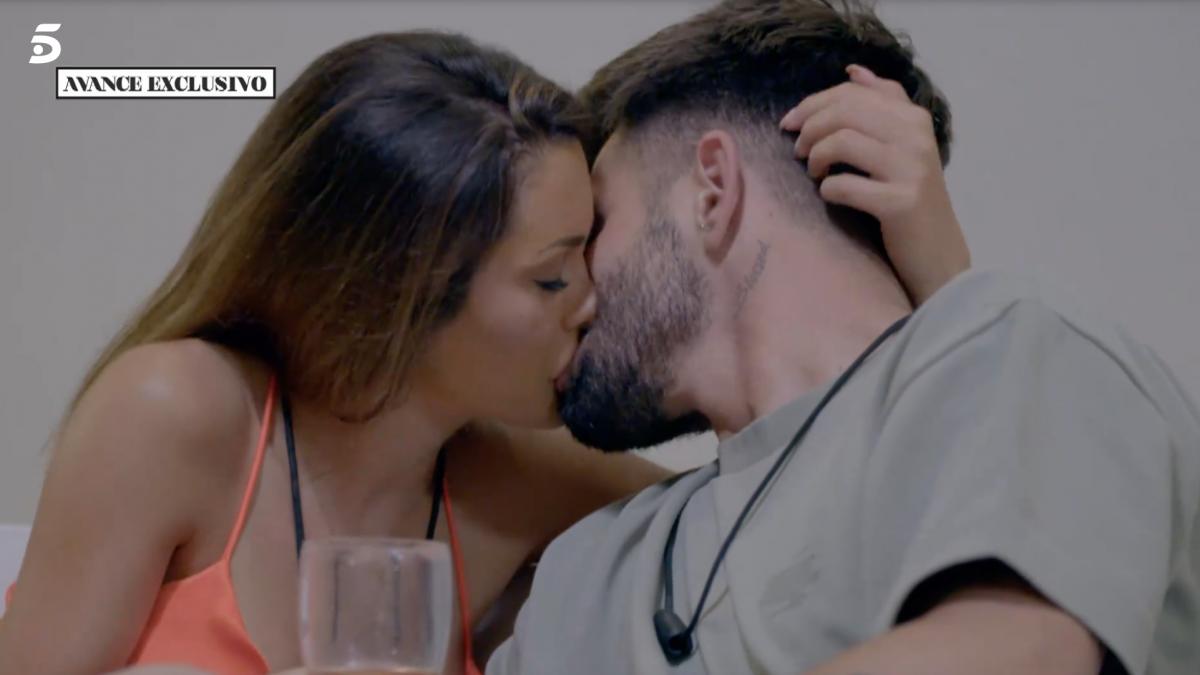 La última tentación: Isaac traiciona a Lucía con el esperado beso a Bela