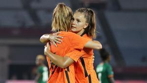 Lieke Martens marcó por partida doble en el estreno de Países Bajos