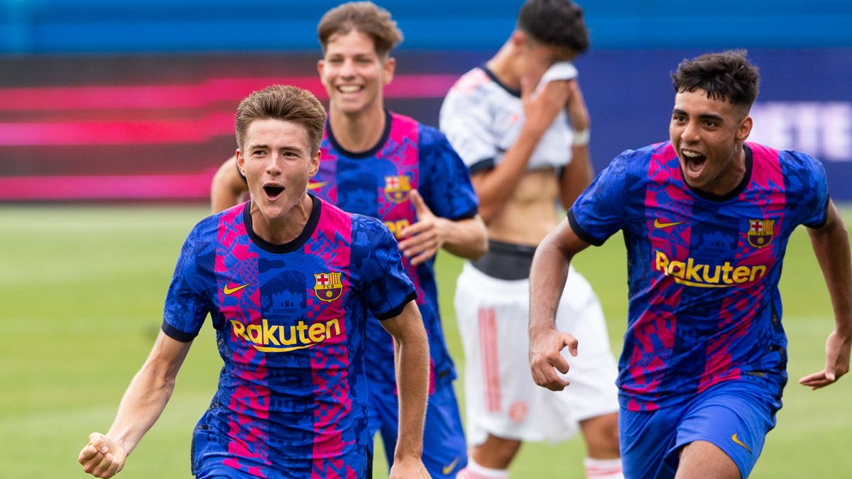 Arnau Casas celebra su gol