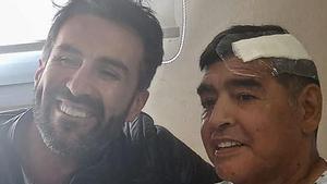Maradona, junto a Leopoldo Luque, su médico que ahora está siendo investigado