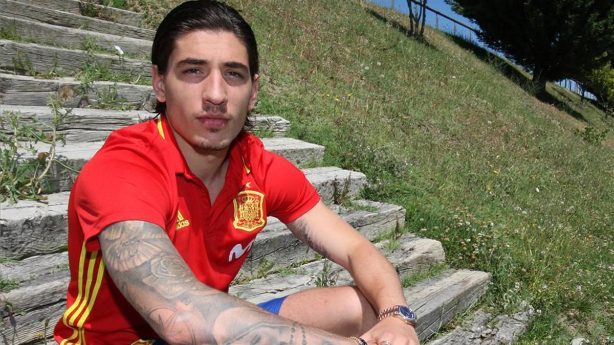 Héctor Bellerín se encuentra concentrado con la selección