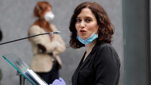 Madrid prohíbe reuniones en domicilios entre no convivientes y adelanta el toque de queda