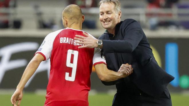 Kasper Hjulmand y Martin Braithwaite durante un encuentro de Dinamarca