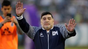 Maradona durante un partido de Gimnasia y Esgrima de la Plata