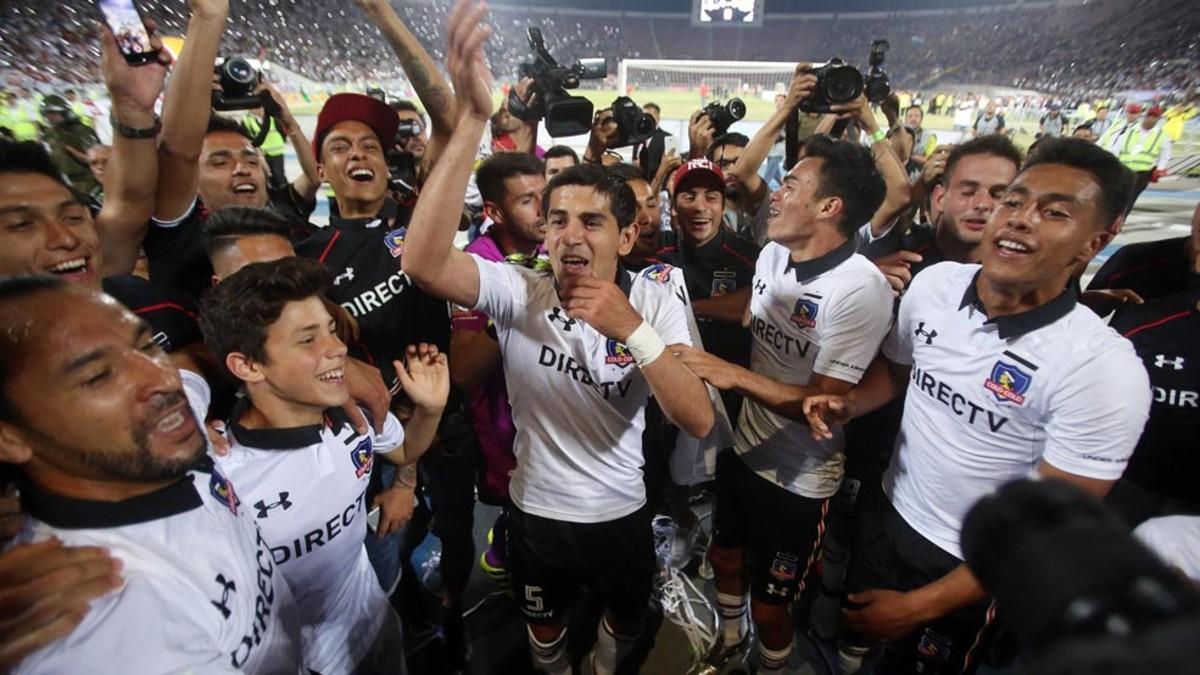 Los jugadores de Colo Colo celebran la victoria