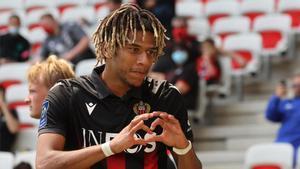 Todibo celebra un gol con el Niza